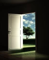 02 jan empty room with a open door