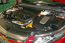 chevrolet volt right side power inverter on top of the electric motor used for traction left side the 1 4 l gasoline engine used as a generator to keep the battery at