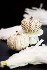 fall-decorating-ideas-white-pumpkins-13-1-kindesign
