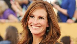 actress julia roberts smiling on the