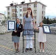 Guinness Buch der Rekorde: Rumeysa Gelgi ist die größte Frau der Welt - WELT