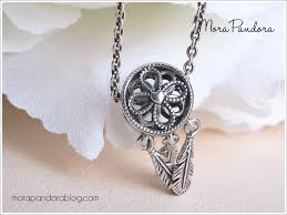 the feathers are also nicely defined through oxidised detail and overall the look is not quite so shiny and light as some recent pandora beads