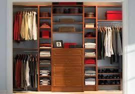 closets modernos de madera para jóvenes