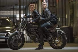 Florence Pugh and Scarlett Johansson ...