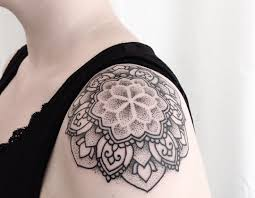 фото тату в стиле дотворк на плече девушки фото рисунки эскизы