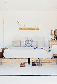 bed off pallets themselves build bedroom furniture double bed build bedroom furniture