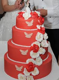 9 Romantic Butterfly Wedding Cakes That Will Give You Butterflies