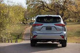 2021 Toyota Highlander Debuts With Xse Grade Sellatease Blog Toyota Highlander Toyota Toyota Hybrid