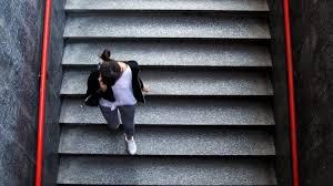 Laden sie lizenzfreie betrunkene junge frau liegt auf der treppe stockfotos 41150055 aus depositphotos' kollektion von millionen erstklassiger stockfotos, vektorbilder und illustrationen mit hoher auflösung herunter. Berlin Junge Union Schliesst Corona App Pflichtnutzung Nicht Aus