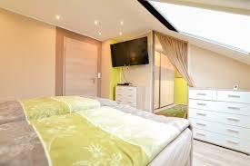 Schlafzimmer Mit Blick In Die Ankleide Feldbusch Immobilien Ek