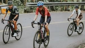 Di momen bersepeda kali ini, luna tampak kian cantik mengenakan baju olahraga berwarna. Sepeda Luna Maya Yang Bisa Masuk Tol Setara Harga 6 Motor Yamaha Nmax