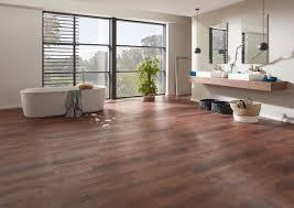 Auch für kleine badezimmer mit wenigen quadratmetern finden wir eine ansprechende lösung. Vinylboden Bad Dusche Problemlos Verlegen Planeo