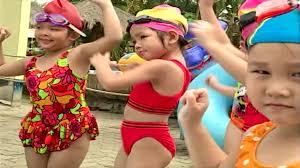 Bé Tập Bơi - Bé Quốc Tuấn | Nhạc Thiếu Nhi vui nhộn hay nhất - YouTube