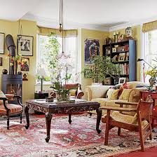 traditional eclectic living room with patterned rug