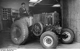 Трактор Википедия Колёсный трактор с калоризаторным двигателем 1948 год Германия