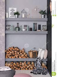 Open Esszimmerinnenraum Mit Brennholz Regale Auf Der Grauen