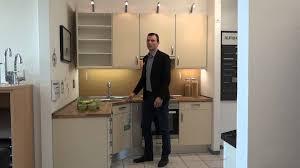 Moderne L Küche in Vanille