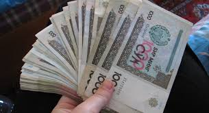 В Узбекистане продолжает обесцениваться национальная валюта