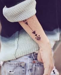 стрела тату что означает татуировка ласточка значение и фото