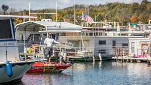 i meet hollowell at about noon on the lake not where he launched for the day but at the most efficient meetin for him fishing some docks on the way