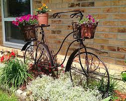 Idee Per Abbellire Il Giardino : Come decorare il giardino riciclando vecchie biciclette