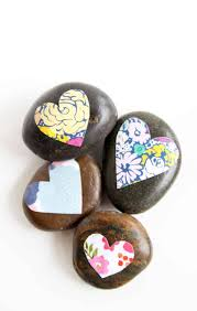 decorate some pretty stones for your garden or desktop with a little bit of decoupage