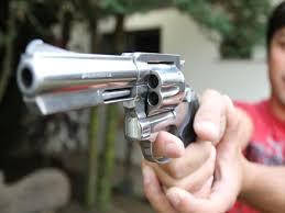 Rapaz atira nos pés do irmão no Engenho da Serra