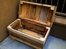 Trunk made from wooden pallets