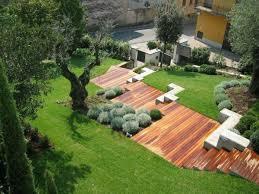 Die gartentreppe holz kann in unterschiedlichen formen und größen geplant werden. Garten Am Hang Anlegen Und Schone Hangbeete Bepflanzen