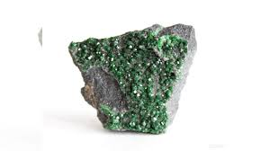 <b>Уваровит</b>, <b>щетка</b> кристаллов на хромите купить в Свердловской ...