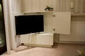 tv kast. tv kast met deurtjes. tv