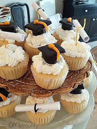 Homemade Fondant And Diy Grad Cupcake Toppers Diy Beautify