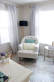 tufted chair with pillows