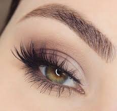 smokey brown eyes fluttery whisky eyelashes minimal thin liner smoked out bottom