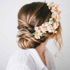Fleur Cheveux Un Mariage Boh Me Chic Avec Des Fleurs Dans Les Coiffure Mariage Boheme Chic