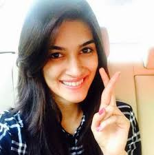 kriti sanon her looks are just breathtaking even without make up don t you think she should remain the same as she is and never put on makeup ever