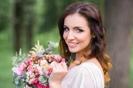 Svatební Trendy účesů A Líčení Pro Léto 2019 Svatební účes Líčení