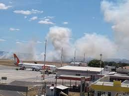 3ªCia/5ºBBM debela incêndio em vegetação no Aeroporto de Juazeiro do Norte  - Corpo de Bombeiros Militar do Ceará