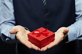 How Much Should I Spend on a Gift for My Boss?