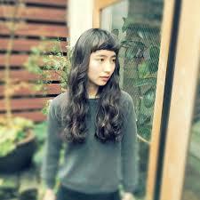 黒髪ロングパーマの髪型まとめナチュラルにかわいい面長丸顔に