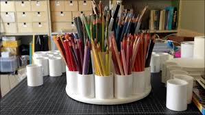 DIY Colored Pencil Caddy: This colored pencil organizer is gorgeous. I love  the different
