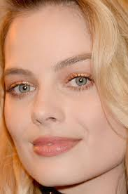 close up of margot robbie at the 2016 mtv awards