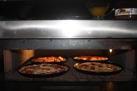В пиццерии montana прошел мастер класс по приготовлению пиццы   а затем применили свежеприобретенные знания на практике Разве что к самой печи для выпекания их не подпустили все таки это работа для профессионалов
