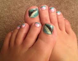 NAIL ART: FEATHER TOENAIL DESIGN » Life By Mom