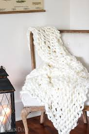 Arm Knit Blanket Pattern Extraordinary Beginner Arm Knit Blanket Tutorial She Holds Dearly