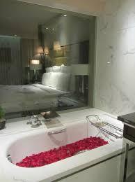jw marriott mumbai juhu lovely spacious bath room with bath tub in premium club room
