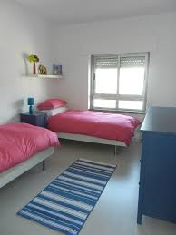 Small Bedroom With Two Beds Small Guest Room With Two Twin Beds Pinteres