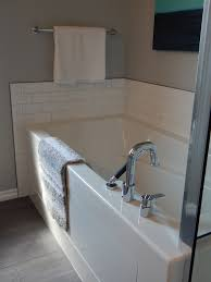 to remove buildup on bathtubs wipe the white house white distilled vinegar and then soda water rinse clean with water