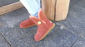 UGG Bailey Button Auburn 5803