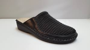 la plume flex women s black stretchy leather clog